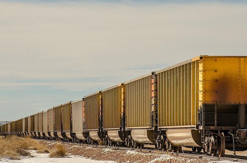 Dlouhý vlak má vagónů jako dlouhé slovo písmen.