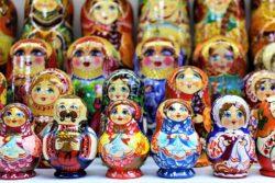 Matrjoška patří i k ukrajinským symbolům. Naučte se jí rozumět.