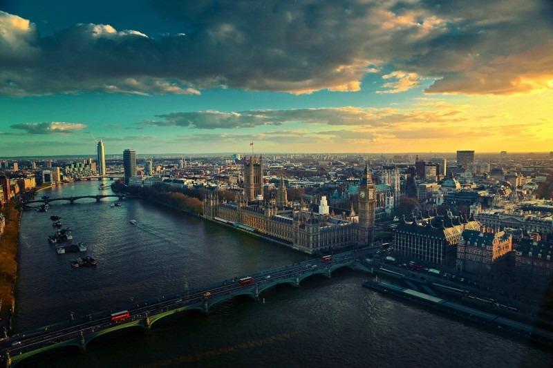 Nezapomenutelný pohled na Londýn nad Temží.