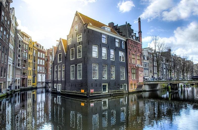 Amsterdam, nizozemské hlavní město plné jazyků